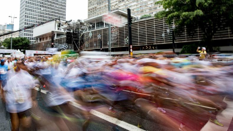 US-Marathongewinner versteckt sich auf Dixi-Klo und wird nun disqualifiziert