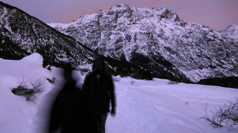 Dramatische Bilder aus den Alpen: Flüchtlinge auf dem Weg von Italien nach Frankreich