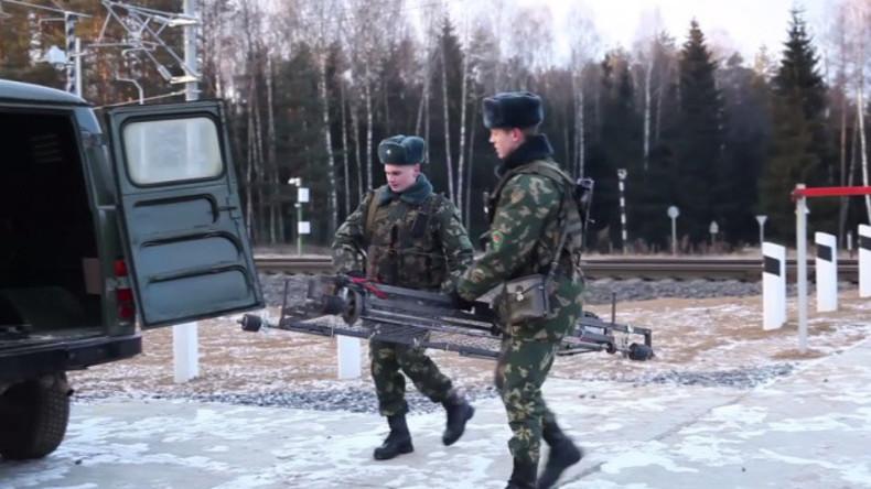 """Nächtlicher Eindringling: Weißrussische Grenzsoldaten fangen litauische """"Eisenbahn-Drohne"""" ab"""