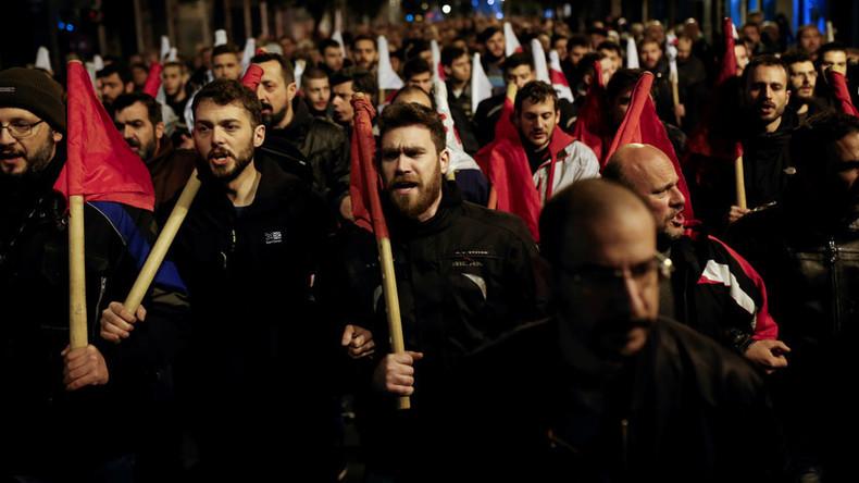 Athen: Heftige Zusammenstöße bei Protesten gegen Sparpaket und verschärftes Streikrecht