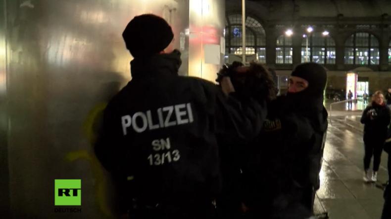 Gegen Ausländerkriminalität und Nazi-Propaganda - NPD und Antifa protestieren in Dresden