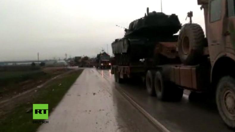 Türkei lässt Militärgerät an Grenze zu Syrien auffahren