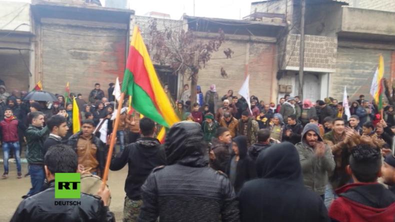 """Syrien: Tausende protestieren in Afrin - """"Verteidigen uns gegen FSA, IS und faschistische Türken"""""""