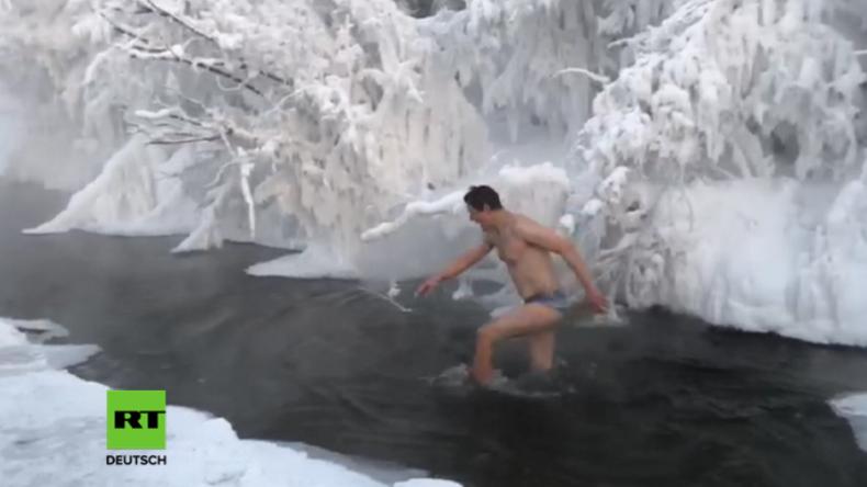 Russland: Deutscher Tourist springt bei -50 Grad in Fluss und erntet Jubel von Einheimischen