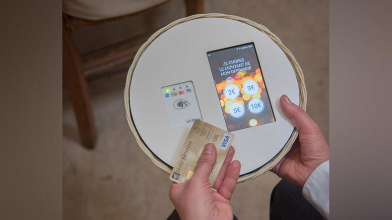 Mit Visakarte in den Himmel: Katholische Kirche installiert Kartenterminals für Spenden