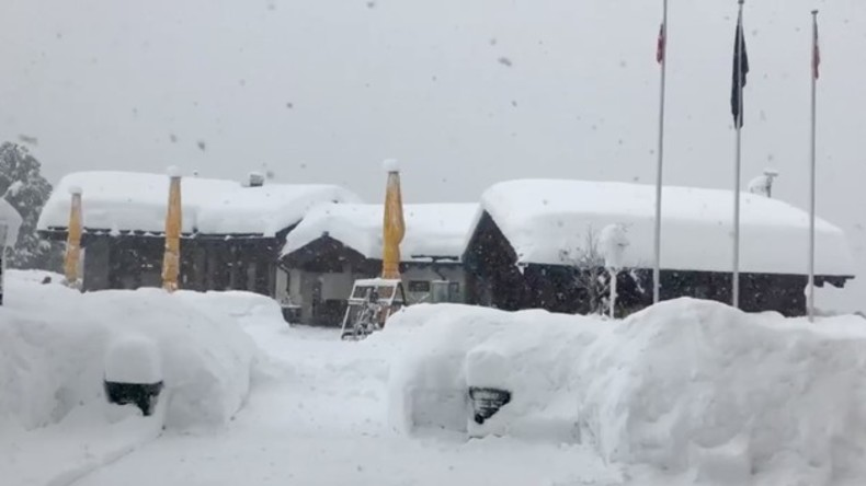9.000 Urlauber im schweizer Zermatt eingeschneit - Straße und Gleise gesperrt