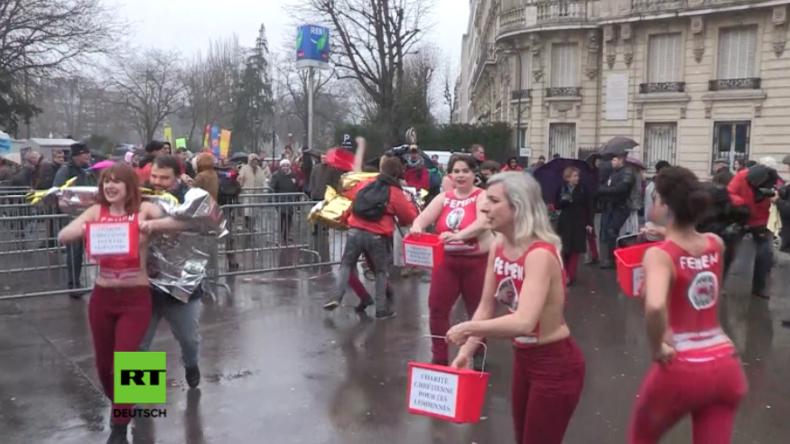 Paris: Abtreibungsgegner jagen und schlagen Femen-Aktivistinnen