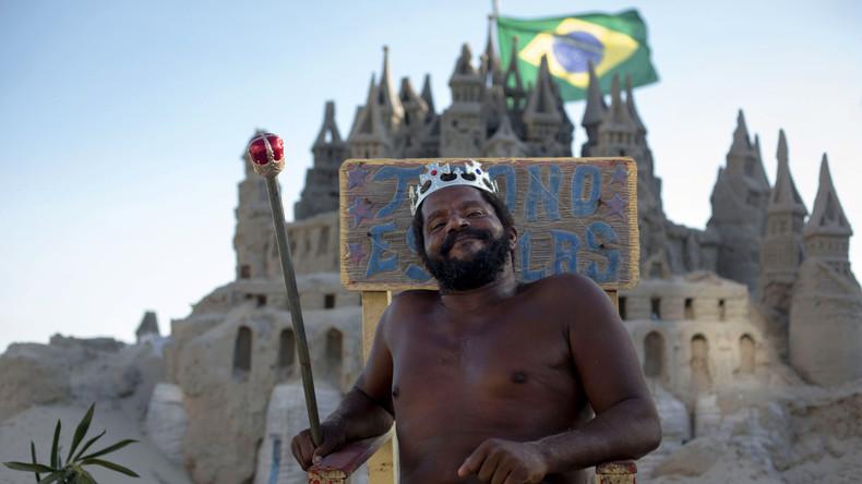 """""""Strand-König"""": Brasilianer wohnt seit 22 Jahren in einer Sandburg"""