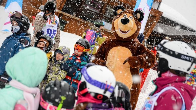 """Auf die Skier, fertig, los: Feier des Weltschneetages im Bergresort """"Rosa Chutor"""" in Sotschi"""