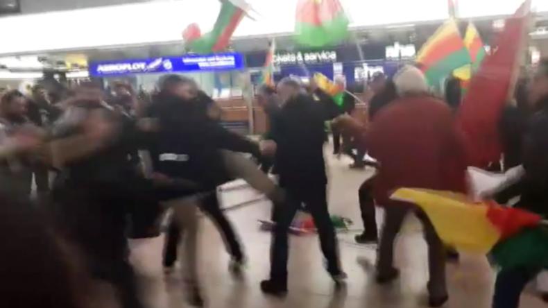 Hannover: Kurden vs. Türken - Massenschlägerei zwischen Erdogan- und YPG-Anhängern am Flughafen