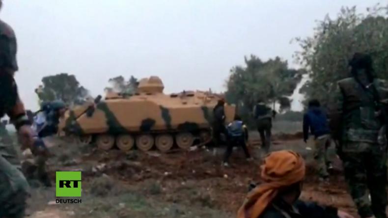 """""""Allahu Akbar"""" im Kugelhagel - Türkisches Militär und FSA-Kämpfer bei Offensive in Syrien"""