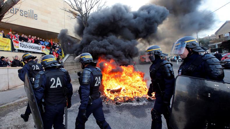 Frankreich: Gefängnismitarbeiter streiken wegen Sicherheitsmängeln - Polizei reagiert mit Tränengas
