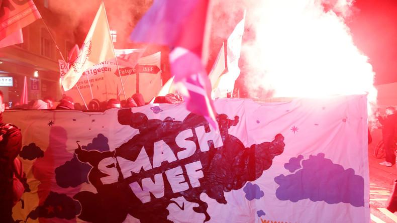 Proteste gegen Trump in Zürich - Demonstranten sprühen Graffitis und zünden Pyros