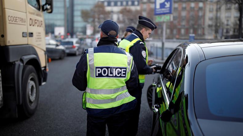 Bon appetit! Französische Polizei bestraft Autofahrer für Genuss von Foie-Gras und Film am Steuer