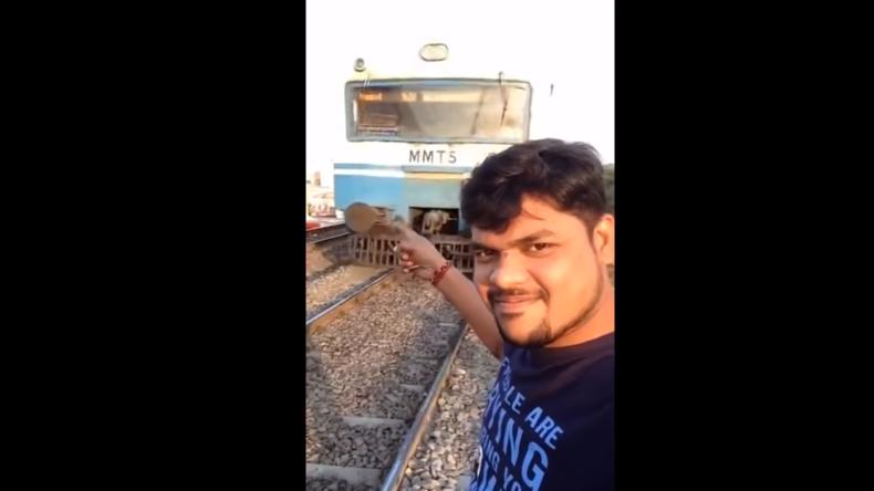 Gefährlicher Selfie-Wahn: Junger Mann filmt sich selbst vor heranrasendem Zug und verschätzt sich