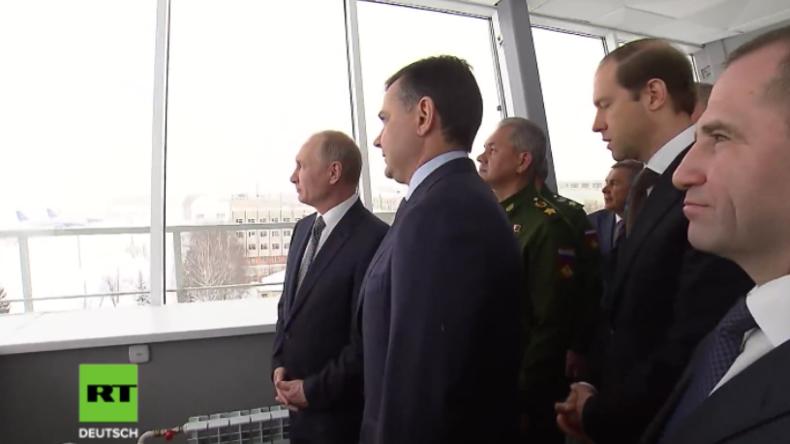 Putin begutachtet Demonstrationsflug des weltgrößten Kampfflugzeugs Tu-160