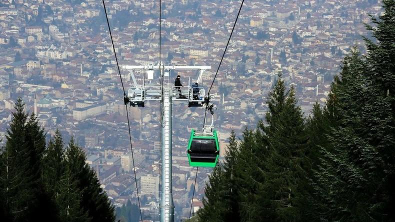 Kriegszerstörte Seilbahn in Sarajevo nimmt Testbetrieb auf