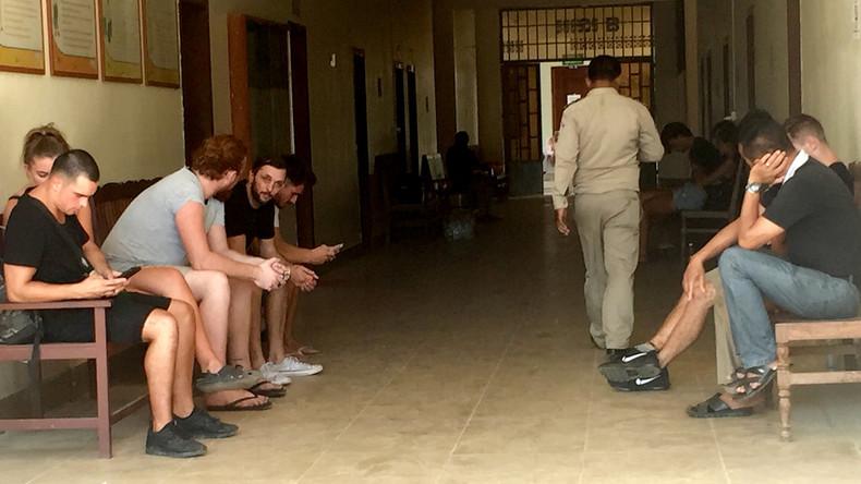 "Kambodscha klagt zehn Touristen wegen ""Porno-Tänzen"" an"