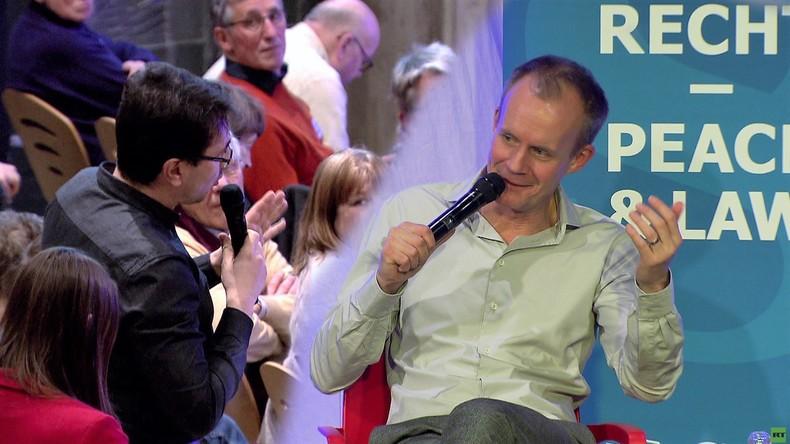 """Kommt Putin in """"Die Anstalt""""? Max Uthoff über Putinversteher und """"Kontaktschuld"""" [Video]"""