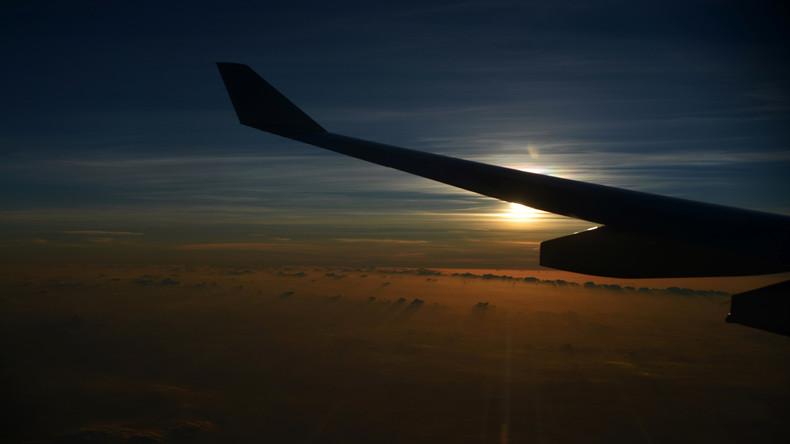 Erster transpazifischer Flug mit Biokraftstoffgemisch aus Senfsamen absolviert