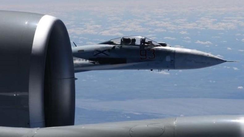 Russischer Jet fliegt nur 1,5 Meter an US-Flugzeug vorbei