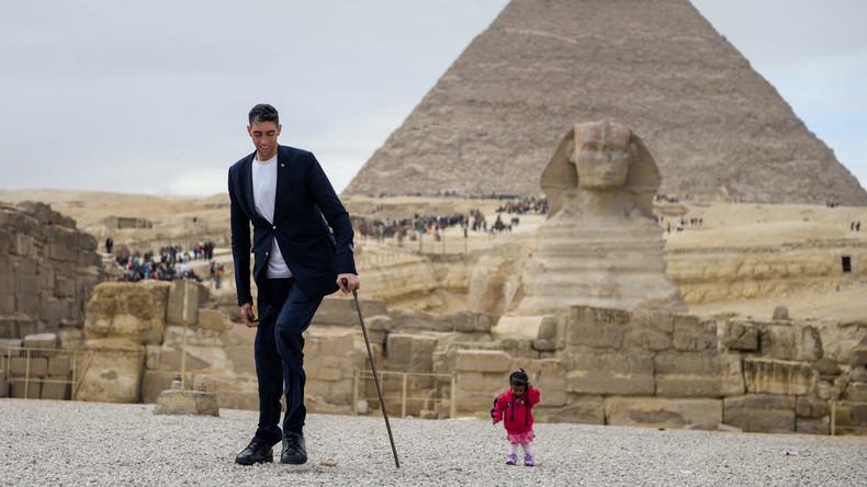 Gegensätze ziehen sich an: Kleinste Frau der Welt trifft größten Mann in Ägypten