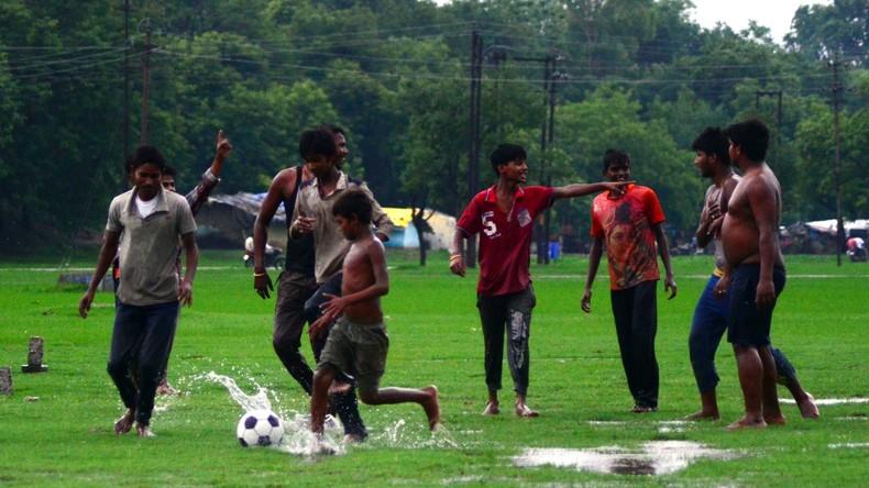"""Muslimische Frauen in Indien dürfen keine """"nackten Knie von Fußballspielern"""" sehen"""