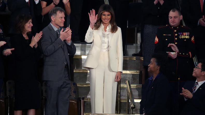 Trollt sie etwa ihren Ehemann? - Melania Trump kleidet sich bei Kongressrede wie Hillary Clinton