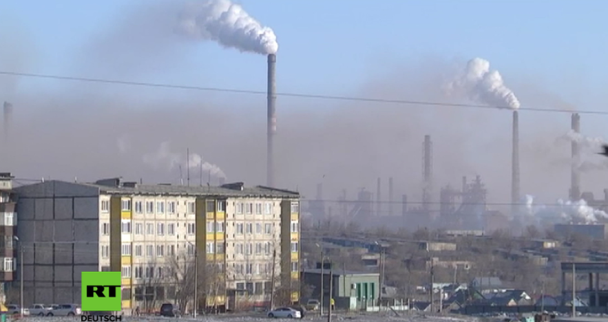 Schwarzer Schnee existiert doch - In dieser kasachischen Stadt schneit es Dreck