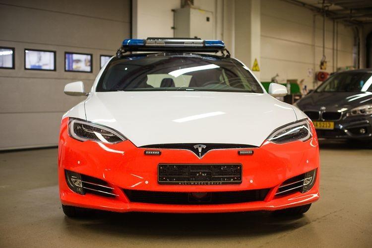 Dienstfahrzeug von Tesla: Luxemburgische Polizei stellt erste elektrische Streifenwagen vor