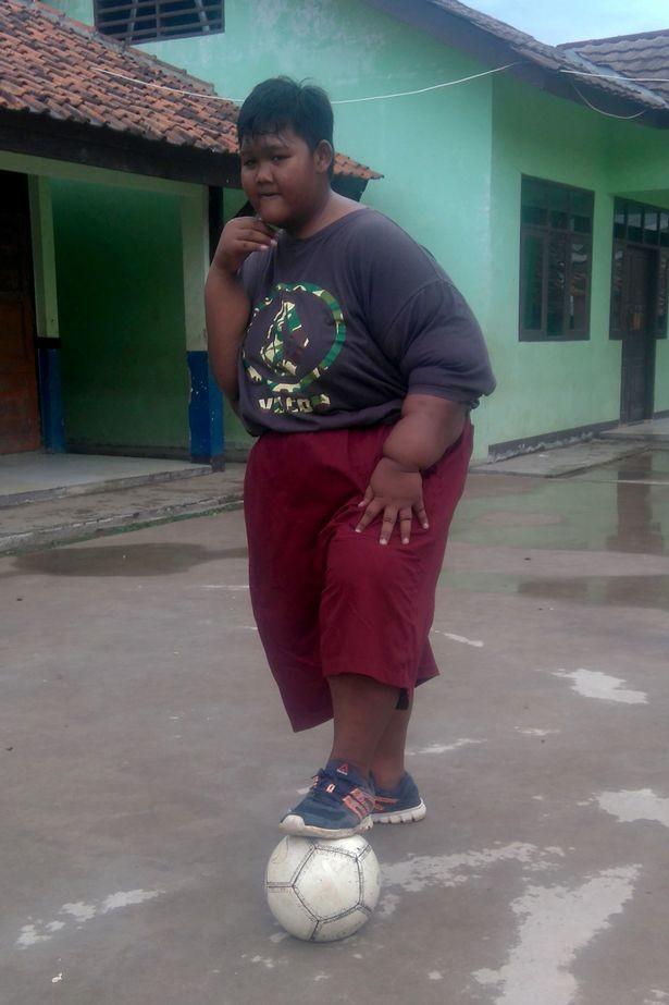 Dickster Junge der Welt nimmt 80 Kilos ab und kann wieder laufen