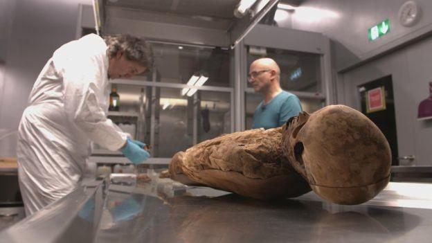 Britischer Außenminister Boris Johnson ist Nachkomme einer Mumie aus Basel aus dem 18. Jahrhundert