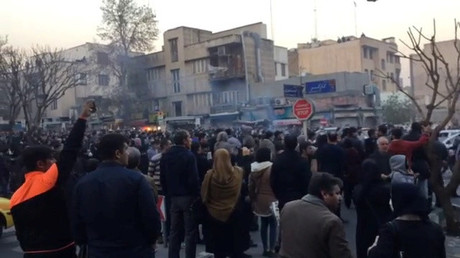 Erst ging es offenbar um die wirtschaftlichen Probleme im Iran - doch mittlerweile geht es den Demonstranten um das ganze System.