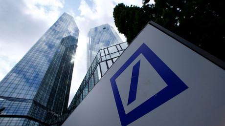 Die Zentrale der Deutschen Bank im Westend von Frankfurt am Main. Die zwei Wolkenkratzer, die jeweils 155 Meter hoch sind, werden im Volksmund auch
