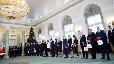 Polens Premierminister Mateusz Morawiecki spricht während der Vereidigungszeremonie der neuen Minister im Präsidentenpalast in Warschau.