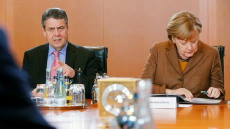 Sigmar Gabriel neben Angela Merkel, Berlin, Deutschland, 10. Januar 2018.