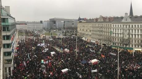 Wien: Tausende gehen im Protest gegen rechtskonservative Regierung auf die Straßen