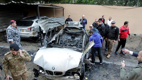 Das zerstörte Auto wird inspiziert, Sidon, Südlibanon, 14.01.2018.