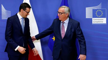 Der polnische Ministerpräsident Mateusz Morawiecki mit dem Europäischen Kommissionspräsidenten Jean-Claude Juncker beim gemeinsamen Treffen am 9. Januar 2018 in Brüssel. (Quelle: Reuters)