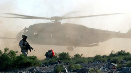 Das US-Marine-Expeditionsbasis-Camp LeMonnier ist nur eines von mehreren Militärstützpunkten in Dschibuti (Symbolbild: US-Marineinfanteriekorps CH53 Super Stallion bei der Landung bei einer Übung).