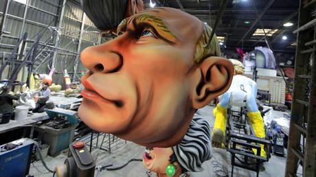 Der russische Präsident als Karnevalsfigur für den diesjährigen Karneval in Nizza, Frankreich.