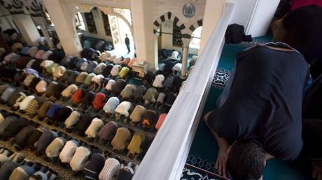 Gebete in der Sehitlik-Moschee in Berlin, Deutschland, 3. August 2007.