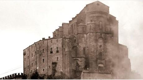 Prophezeiung? Feuer beschädigt Kloster aus