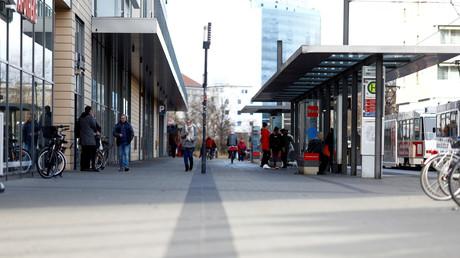 Vor etwa zwei Wochen attackierte ein 15-Jähriger ein deutsches Ehepaar am Einkaufszentrum Blechen-Carré mit einem Messer. Ein paar Tage später verletzte   am selben Ort ein minderjähriger Syrer einen 16-jährigen Deutschen mit einem Messer im Gesicht.