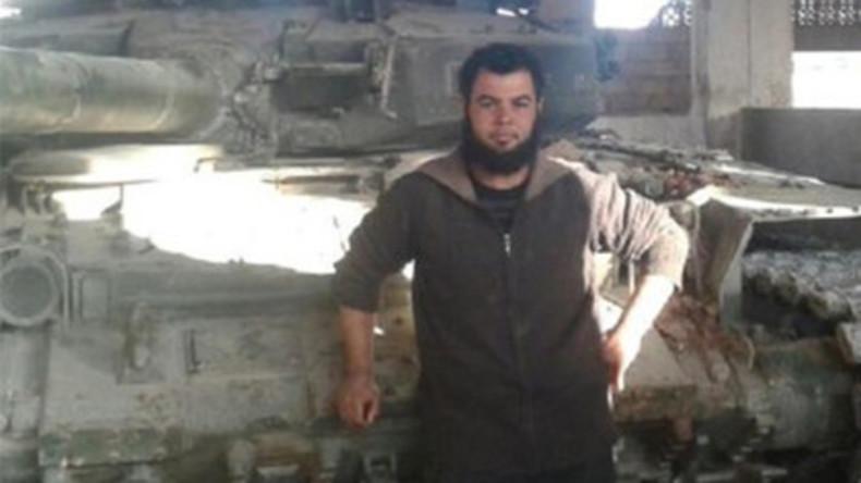 Terroristen prahlen mit erbeuteten syrischen Panzern, verraten Ort und werden angegriffen