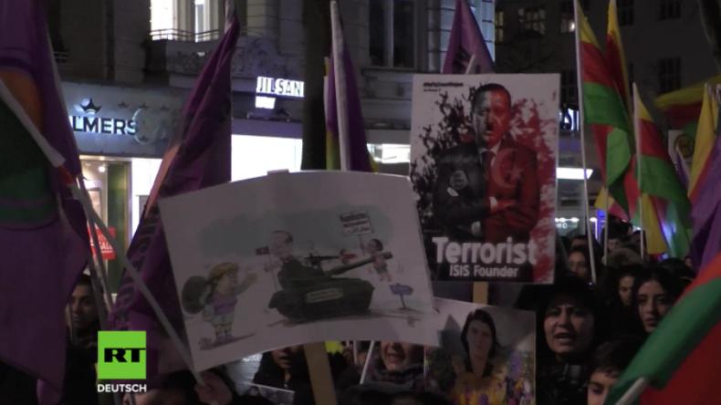 """Berlin: """"Wollen Druck auf Bundesregierung machen!"""" - Kurden protestieren erneut wegen Afrin"""
