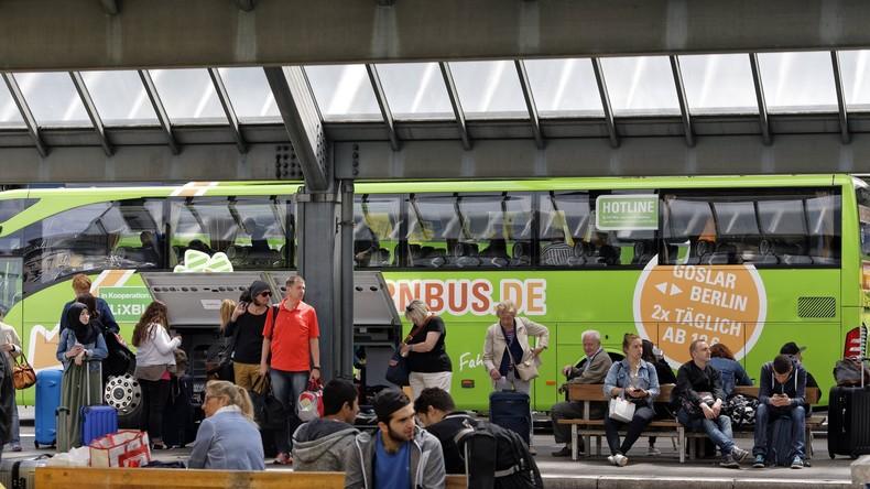 International gesuchter Schleuser geht bei Routinekontrolle im Fernreisebus Polizisten ins Netz