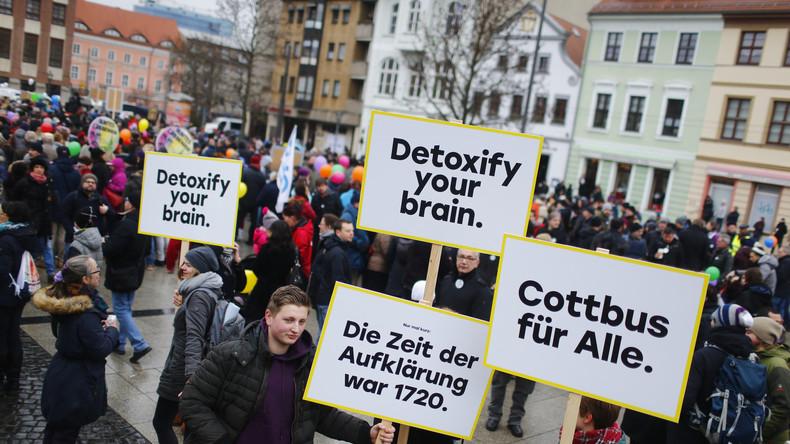 Cottbus: Kundgebungen pro und contra Zuwanderung: RT Deutsch mit Facebook-Live vor Ort
