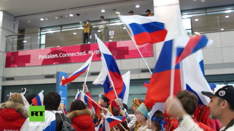 Olympische Winterspiele 2018 in Südkorea: Russische Eishockeymannschaft unter Jubel empfangen