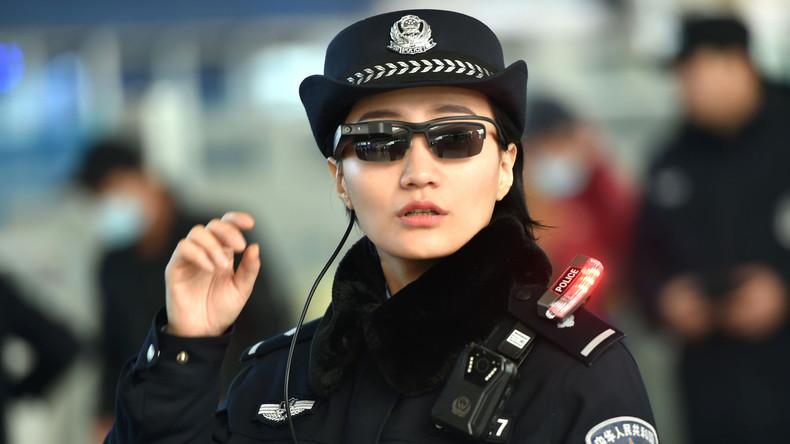 Smarte Brille hilft chinesischen Polizisten bei der Suche nach Kriminellen